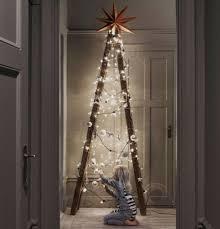χριστουγεννιατικο δεντρο σκαλα
