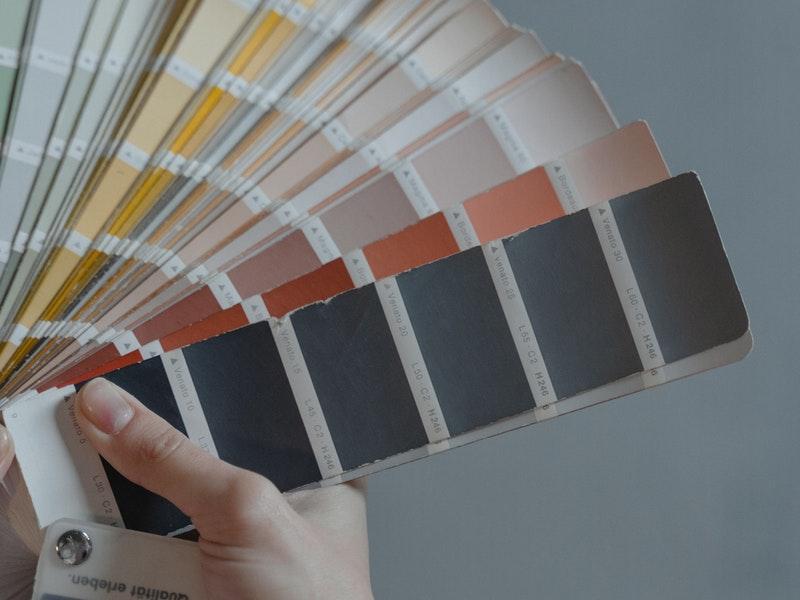 επιλογή χρώματων για βάψιμο σπιτιού